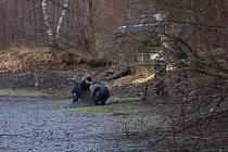 Muže našli mrtvého v prázdném rybníce
