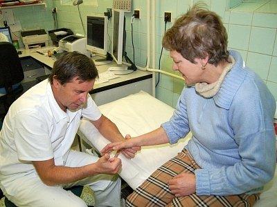 Plné ruce práce mají v těchto mrazivých dnech lékaři a zdravotní sestry v chirurgických ambulancích v celém regionu.