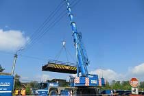 Most v Dehtíně se opravuje, čeká ho zásadní změna.