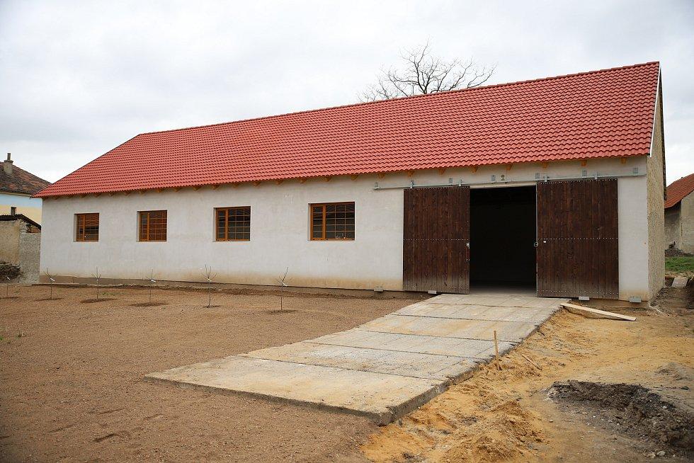 Muzeum zemědělské techniky v Chotouni se rozšířilo o novou výstavní halu.