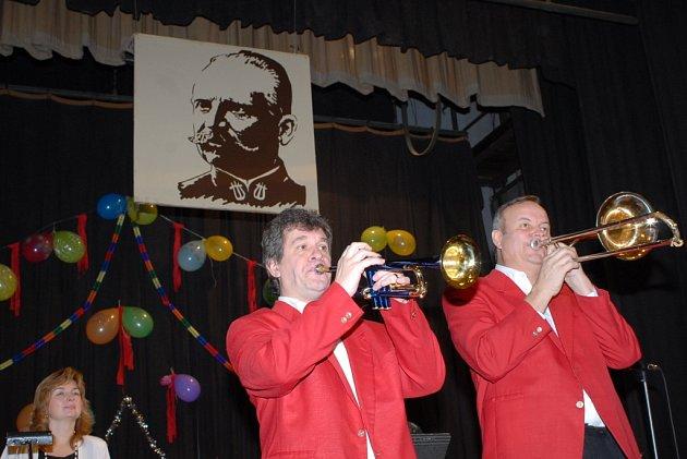 Klub přátel Františka Kmocha pořádal předsilvestrovské taneční odpoledne.