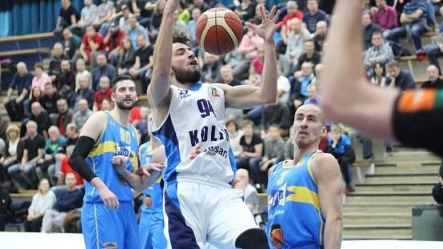 Z utkání BC Geosan Kolín - Jindřichův Hradec (89:84).