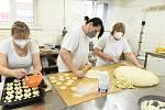 Z pečení koláčů zdravotníkům v Mateřské škole Pohádka v Chelčického ulici v Kolíně.