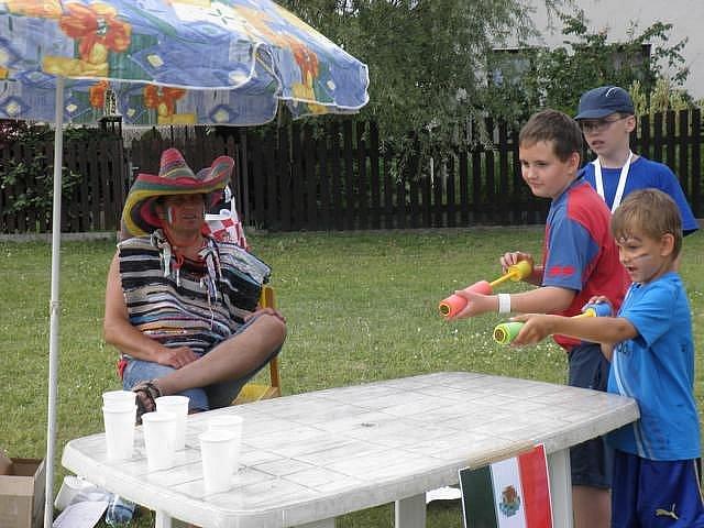Občanské sdružení Klub Ratbořáček připravilo pro děti zábavné odpoledne s názvem Cesta kolem světa