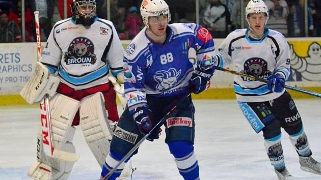 Útočník Kolína David Šafránek (v modrém) byl nejproduktivnějším Kozlem baráže o 1. ligu.