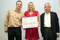 Slavnostní předávání šeků z 13. ročníku grantového programu TPCA pro Kolínsko.