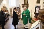 Z posvícenské bohoslužby v kostele sv. Gotharda v Českém Brodě. Celebrantem mše svaté byl apoštolský nuncius Mons. Charles Daniel Balvo.
