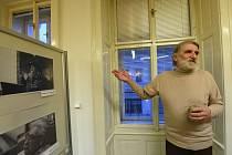 Výstavu snímků slavných spisovatelů uspořádala Městská knihovna Kolín.