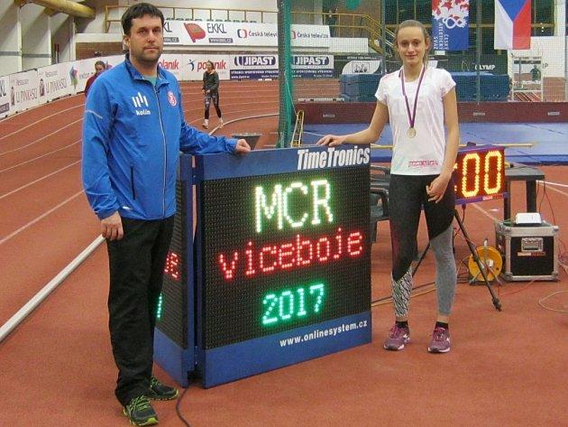 Natálie Olivová se svým trenérem Martinem Radikovským.
