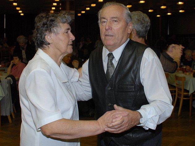 Z předvánočního setkání seniorů v Městském společenském domě v Kolíně v úterý 11. prosince 2007.