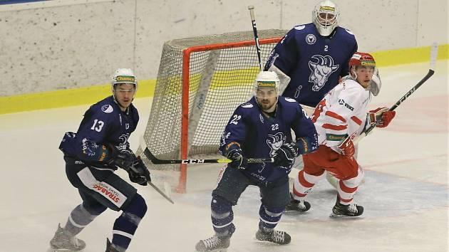 Hokejové utkání mezi Kolínem (v modrém) a Frýdkem-Místkem se hrálo v pondělí 18. ledna 2021.
