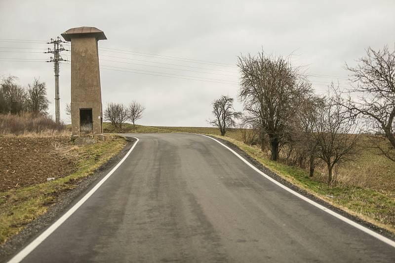 Kudy by měla vést vysokorychlostní trať? Okolím mezi obcemi Miškovice a Klášterní Skalice.