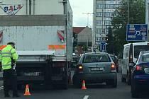 Nehoda u kruhového objezdu v Kolíně