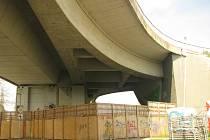 Rekonstrukce mostu. Archivní foto.