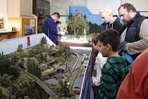 Železniční modeláři prezentovali v Pečkách svou činnost.