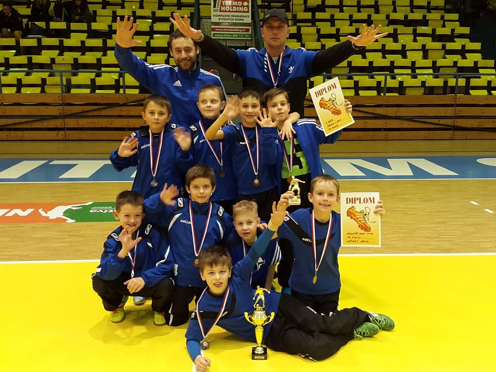 Mladí fotbalisté Kolína opět ukázali, že patří mezi nejlepší kluby v naší republice. Na silně obsazeném mezinárodním turnaji skončili na třetím místě.
