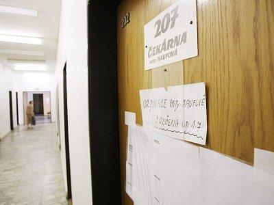 Toto je aktuální pohled, který se naskytne těm, jež míří do ordinace doktorky Haufové na kolínské poliklinice.