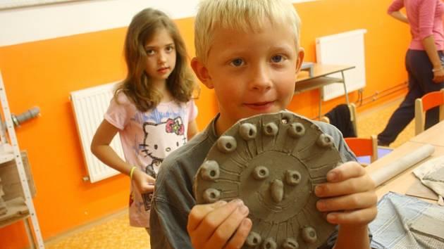 Děti vyráběly keramiku