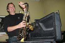 Aleš Čermák se svým tenor saxofonem
