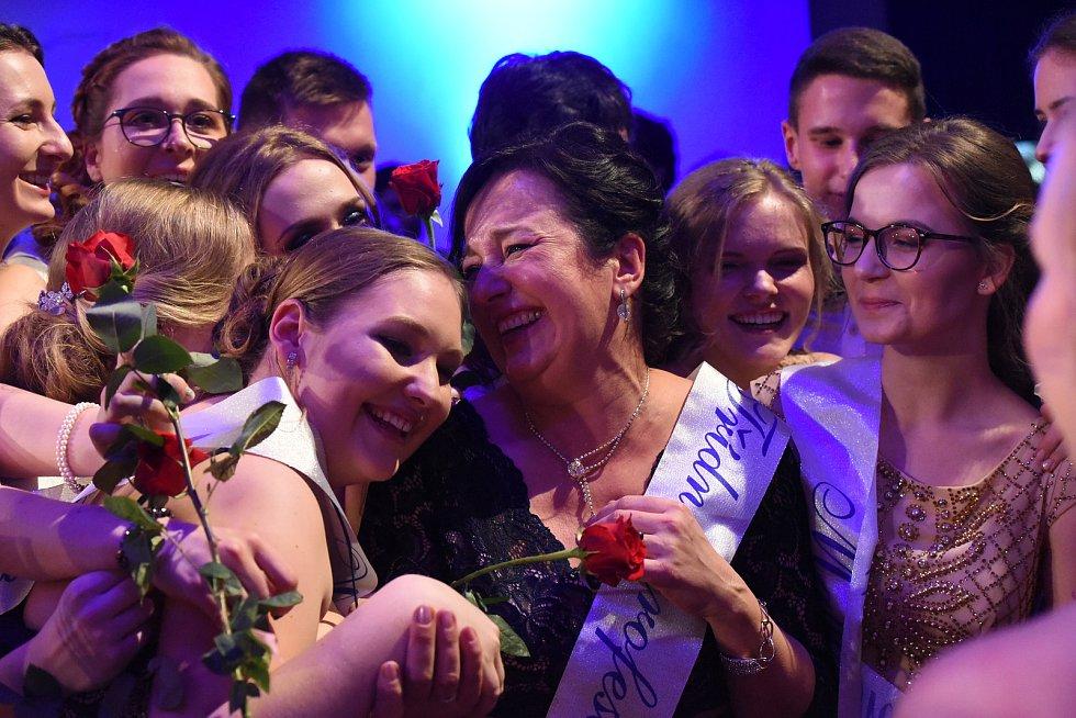 Maturitní ples českobrodského gymnázia v Městském společenském domě v Kolíně.