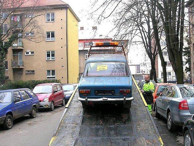 Odtah vraku ve Sladkovského ulici