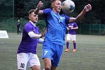Jediný gól prvního zápasu nové sezony dal v kolínských barvách kapitán Stanislav Rosendorf (vlevo)