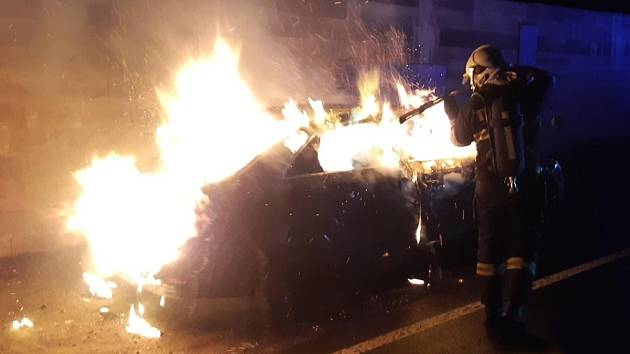 Požár osobního automobilu v Sibřině.