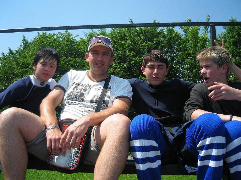 Mladí hokejbalisté Kolína v akci.