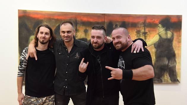 Z vernisáže výstavy Mayhem výtvarníka Martina Mulače v Galerii města Kolín.