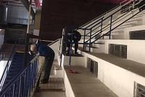 Hokejoví trenéři Kolína vyměnili hokejky za štětce