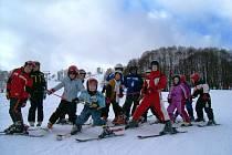 Děti z Kolínska, Českobrodska a z okolí Sadské se učili ve skiakademii lyžovat.