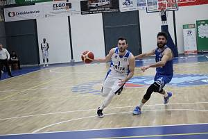Z basketbalového utkání Kolín - Pardubice