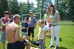 Děti vítaly prázdniny na radimském hřišti.
