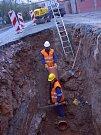 Výstavba vodovodu a kanalizace v Zásmukách.