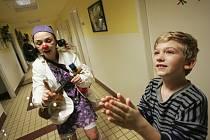 Zdravotní klauni navštívili děti.