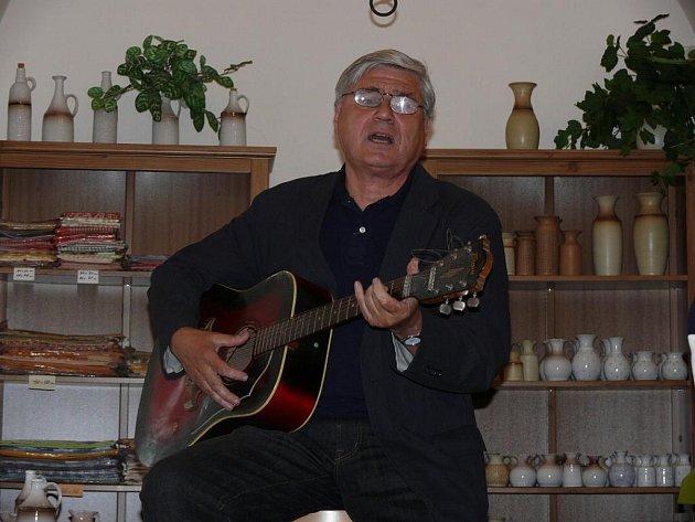 Výstava litografií Jiřího Slívy s názvem Grand café