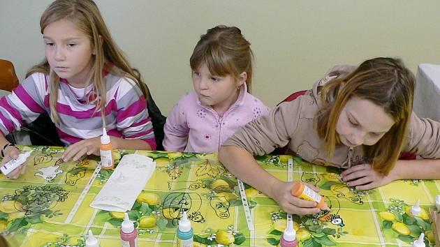 Děti vytvářely výzdobu obce