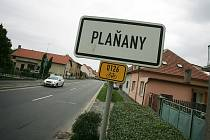 Klidný městys, kde se nyní usídluje hodně mladých rodin, se zahalil do smutku.