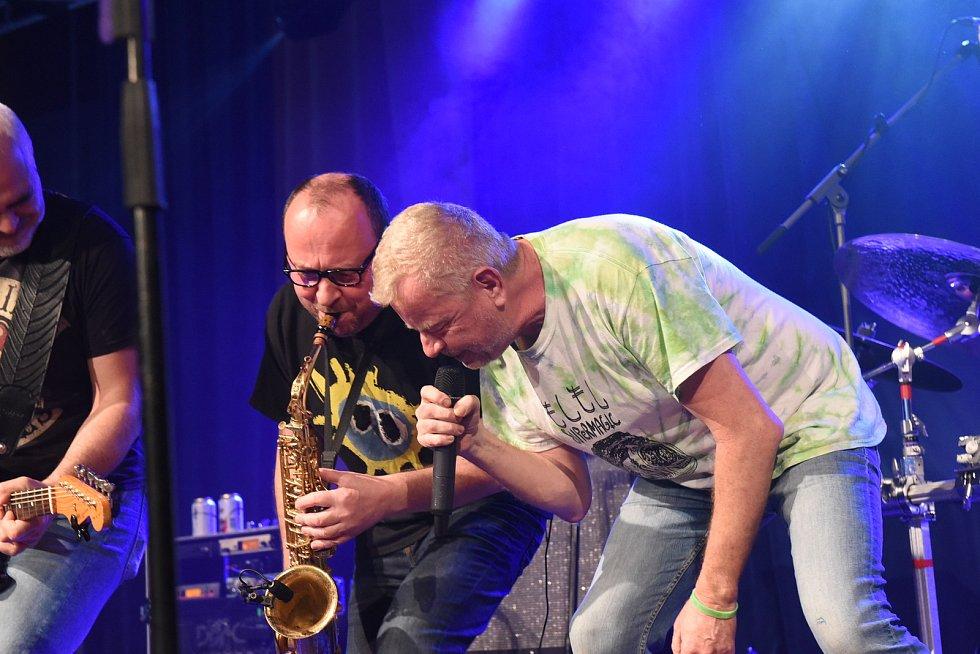 Z koncertu kapely Mňága & Žďorp v Městském společenském domě v Kolíně.