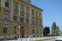 Základní škola v Pečkách.