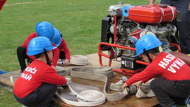 Šedesát děti ze sborů dobrovolných hasičů se zúčastnily soutěžního dne v Českém Brodě.