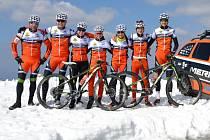 Výjezd na Sv. Juru byl náročný. Všichni cyklisté kolínské stáje na zasněžený vrchol ale vyjeli.