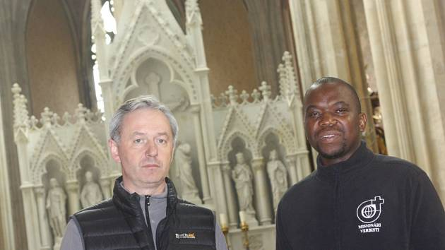 O Velikonocích jsme hovořili s kolínským farářem Jánem Halamou a farním vikářem Georgesem Makonzo Mondem