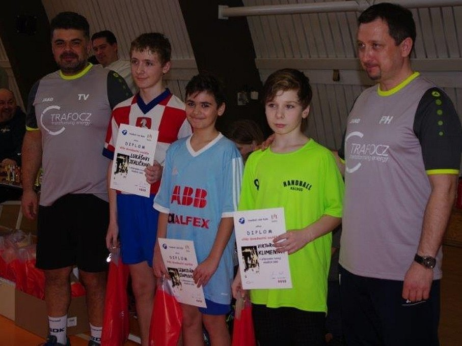 Kolínští mladí házenkáři obsadili na domácím turnaji skvělé druhé místo.