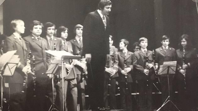 Mládežnický orchestr Základní umělecké školy (Lidové školy umění) v Kolíně při vystoupení.