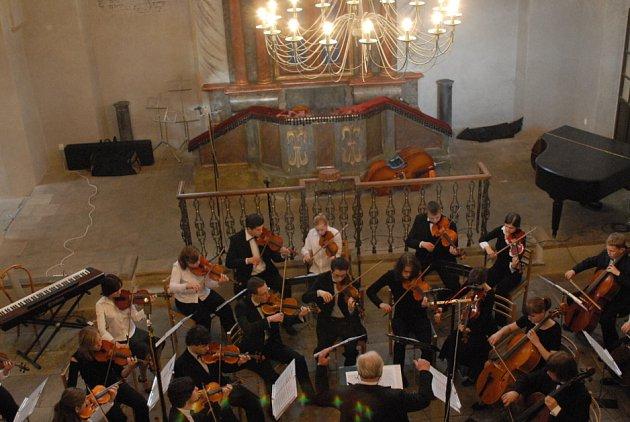 Synagogou zněla velebná hudba