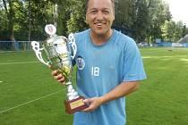 David Hubáček s pohárem za třetí místo v krajském přeboru.