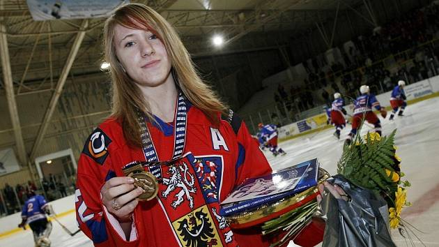 Kateřina Mrázová s bronzovou medailí z MS žen do 18 let.