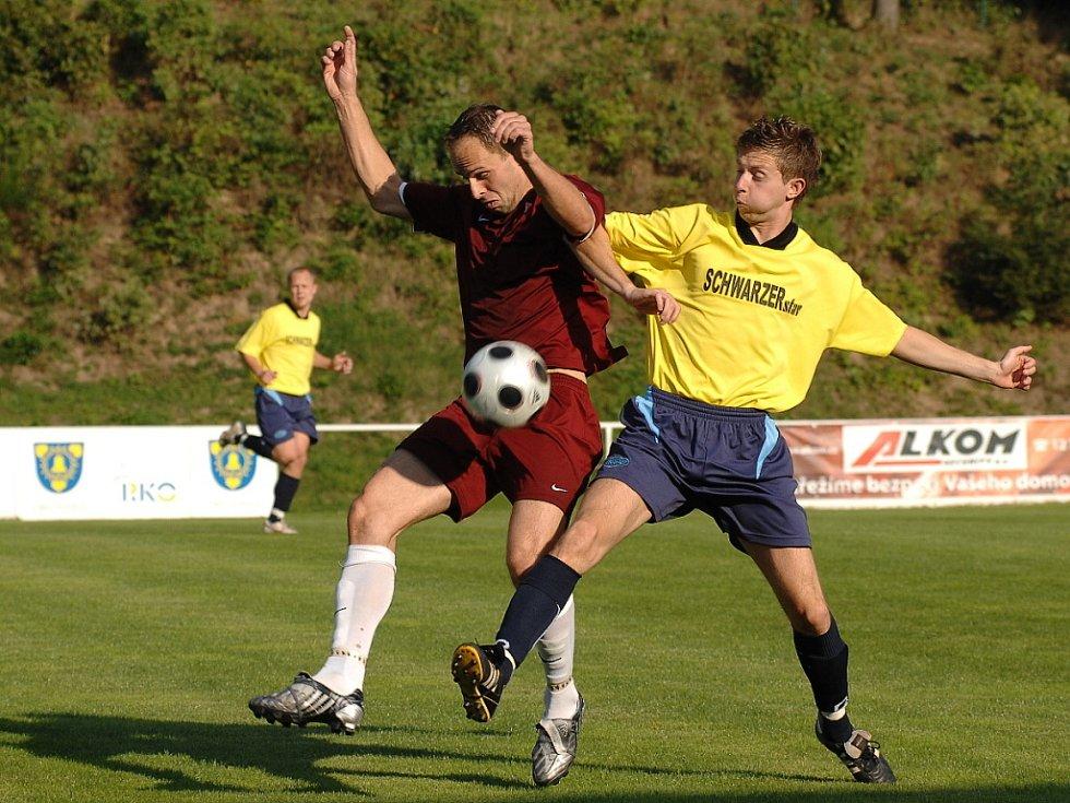 Z utkání fotbalové divizní skupiny C Kunice - Velim (2:3).