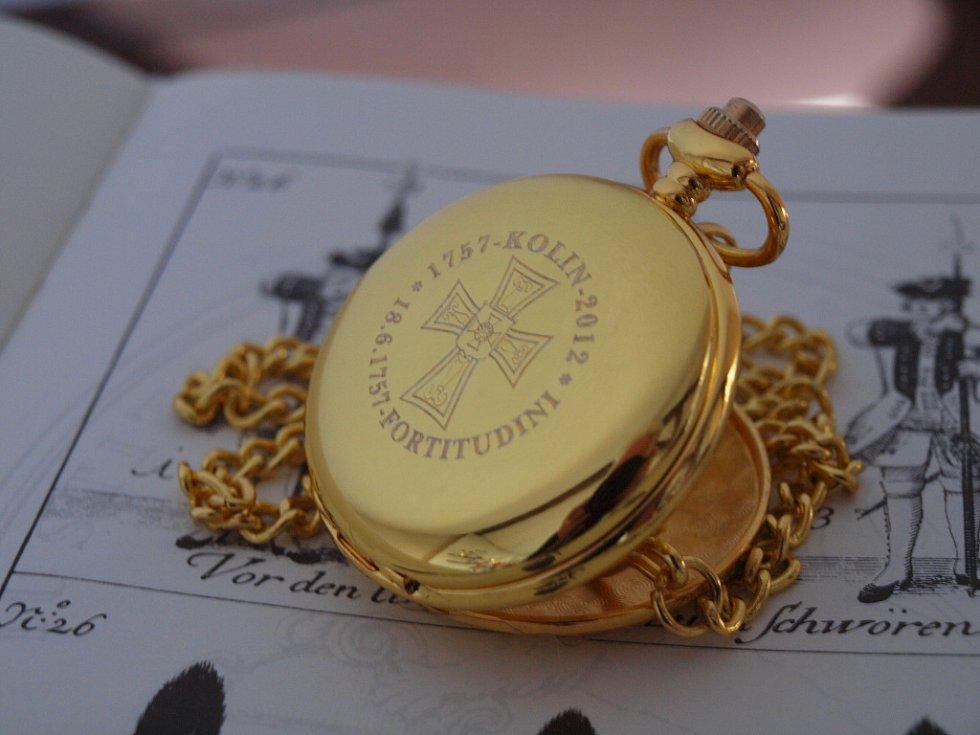Prvním čestným nositelem speciálních pamětních hodinek se stal princ von und zu Liechtenstein, jehož předek se velmi zásadní měrou zasloužil o habsburské dělostřelectvo, které právě v bitvě u Kolína hrálo významnou roli.